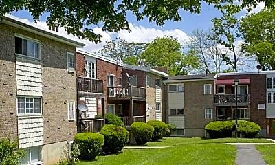 Courtyard, Kernan Gardens Apartments, 2