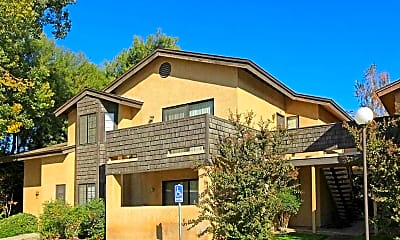 Building, Laurelwood Oaks, 0