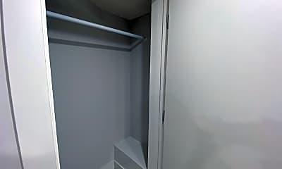 Bathroom, 327 Frederick St, 2