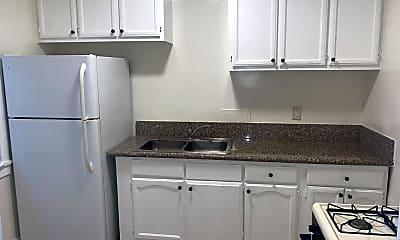 Kitchen, 984 S Oxford Ave, 1