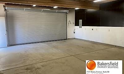 Living Room, 11001 Lonon Ave, 2
