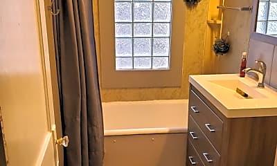 Bathroom, 915 Minnesota Ave, 2