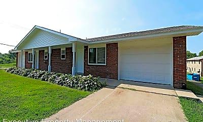 Building, 1445 Woodland Dr, 1
