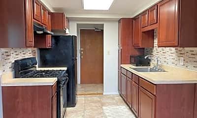 Kitchen, 66 Stonehurst Blvd G, 2