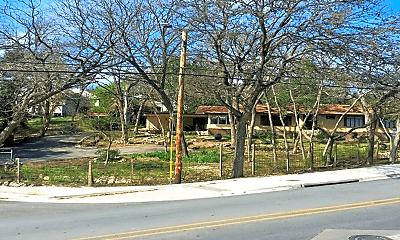 Building, 905 N LBJ Dr, 1