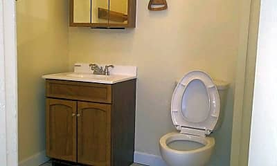 Bathroom, 2210 Mulberry St, 2