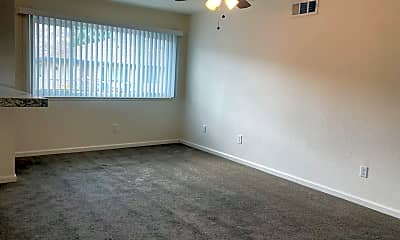 Living Room, 72694 Eagle Rd, 2