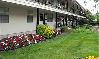 Lyn Village Apartments (Ohio), 2
