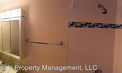Bathroom, 4955 Moorhead Ave, 2
