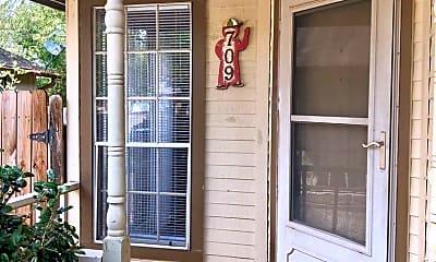Patio / Deck, 709 Greenlawn Blvd, 1