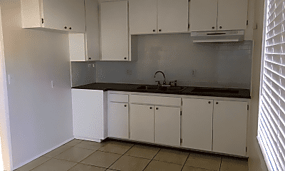 Kitchen, 724 San Pedro St, 1