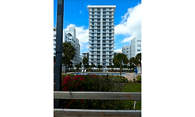 2457 Collins Ave, 2