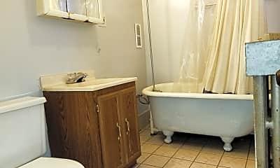 Bathroom, 2101 N Leavitt St 1, 2
