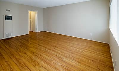 Living Room, 323 E Chestnut St, 1