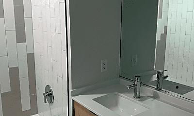 Bathroom, 1115 W Van Buren St, 2