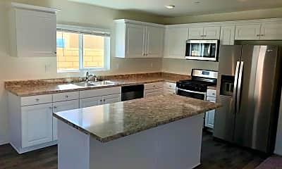 Kitchen, 67376 Rio Naches Rd, 1