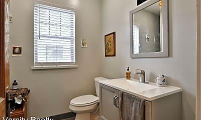 Bathroom, 2120 Iuka Ave, 1