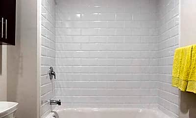 Bathroom, 234 N Christopher Columbus Blvd, 2