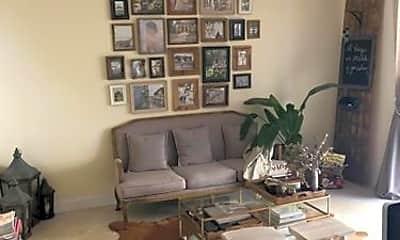 Living Room, 1109 NE 16th Ave, 2