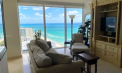 Living Room, 4779 Collins Ave, 1