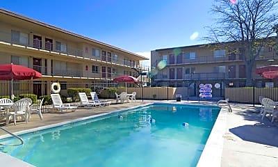 Pool, Warren Coronado, 2
