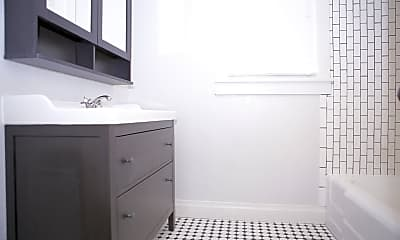 Bathroom, 713 E Obryant St, 1