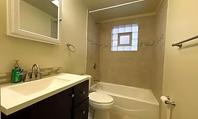 Bathroom, 420 Marengo Ave, 2