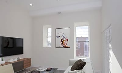 Bedroom, 725 N Hoyne Ave, 2