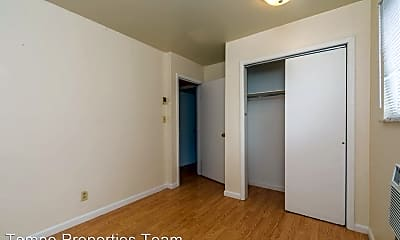 Bedroom, 413 E 8th St, 2