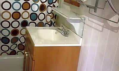Bathroom, 201 N 37th St, 2