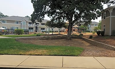 Blue Oak Court, 2