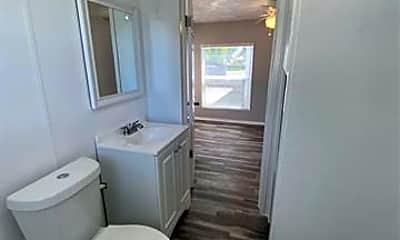 Bathroom, 727 E Lowden St, 2