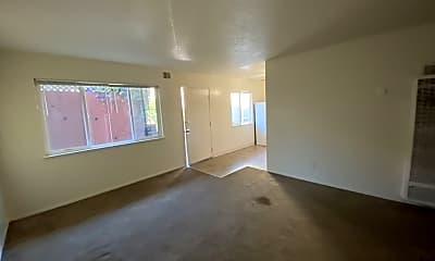 Living Room, 2821 Harrison St, 2