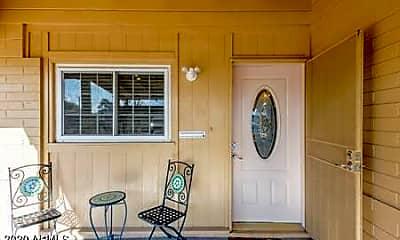 Living Room, 842 W Fairmount Ave, 1