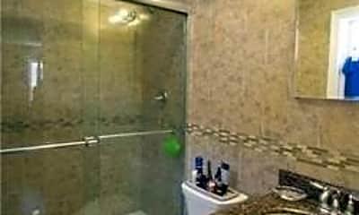 Bathroom, 178 Lincoln Ave, 2