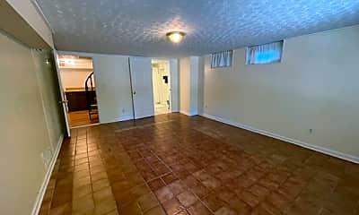 Livingroom2.jpg, 40 Lakeview Road, 1