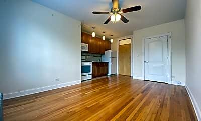 Living Room, 4552 N Clark Street #320, 1
