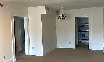 Living Room, 3927 Ingersoll Ave, 1