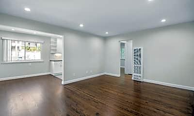 Living Room, 1307 San Carlos Ave 5, 1