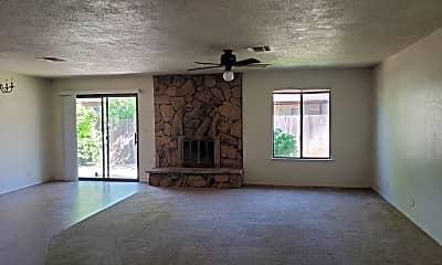 Living Room, 1088 Harpole Rd, 1