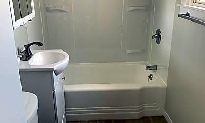 Bathroom, 112-114 Blair St, 2