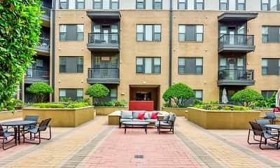Courtyard, Pearl Midlane River Oaks, 1