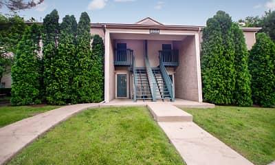 Building, Fox Pointe Apartments, 0