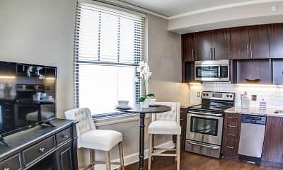 Dining Room, East 9 at Pickwick Plaza Apartments, 0