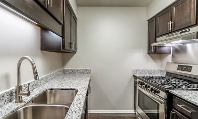 Kitchen, Woodbridge Apartments of Bloomington, 0