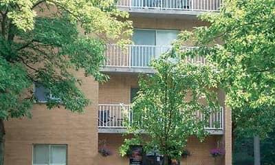 Building, Grandview Pointe Apartments, 1