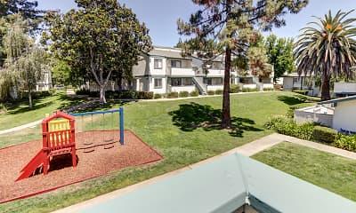 Patio / Deck, Oak Pointe Apartments, 2