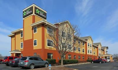 Building, Furnished Studio - Fayetteville - Springdale, 1