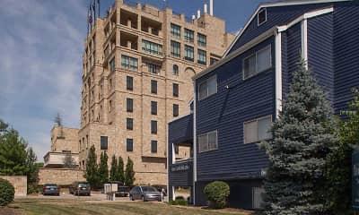 Building, Hawks Pointe, 0