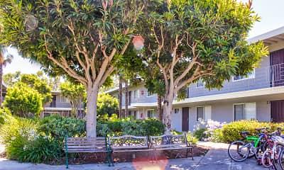 Courtyard, Parklane Apartments, 1